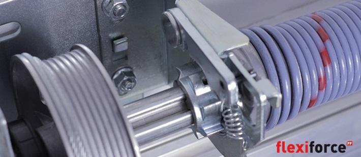 Rsc de flexiforce sistema de herrajes para puertas de garaje for Puertas para piezas